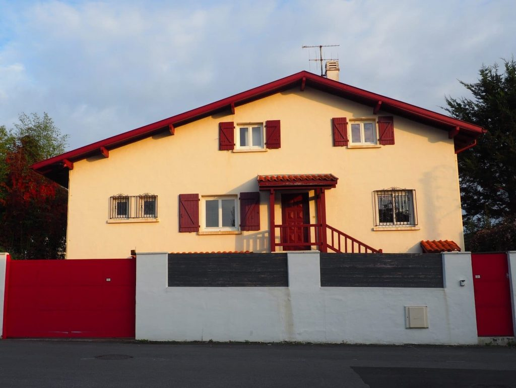 Facade de la maison Nami house vue depuis la rue Tartillon a Anglet