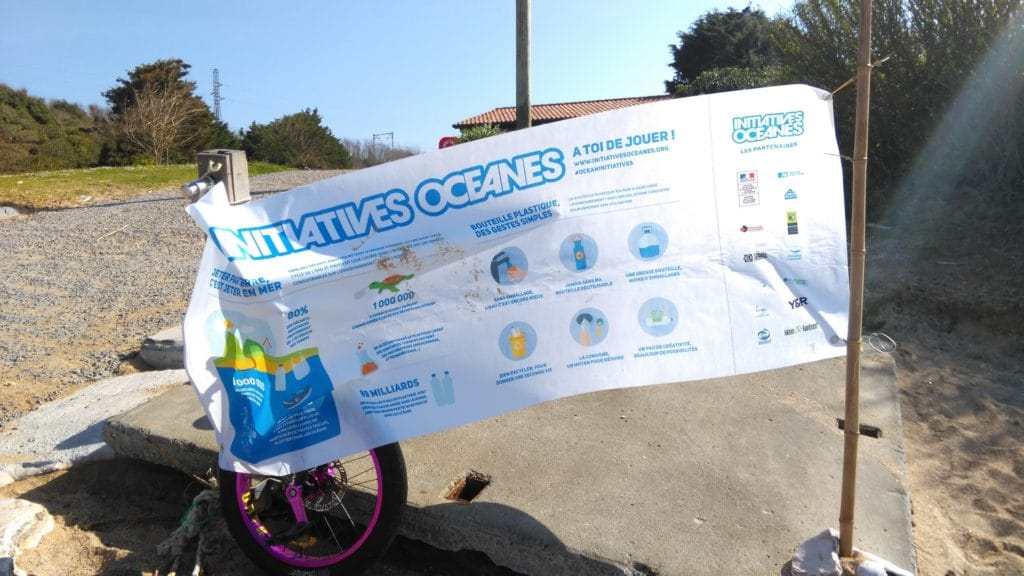 banderole de la surfrider foundation sur les initiatives oceanes