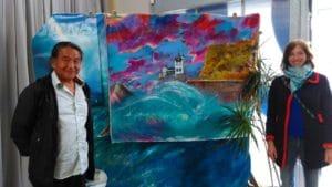 rencontre entre mayumi tsubokura, peintre japonais, et fanny de nami house, a la fondation surfrider europe