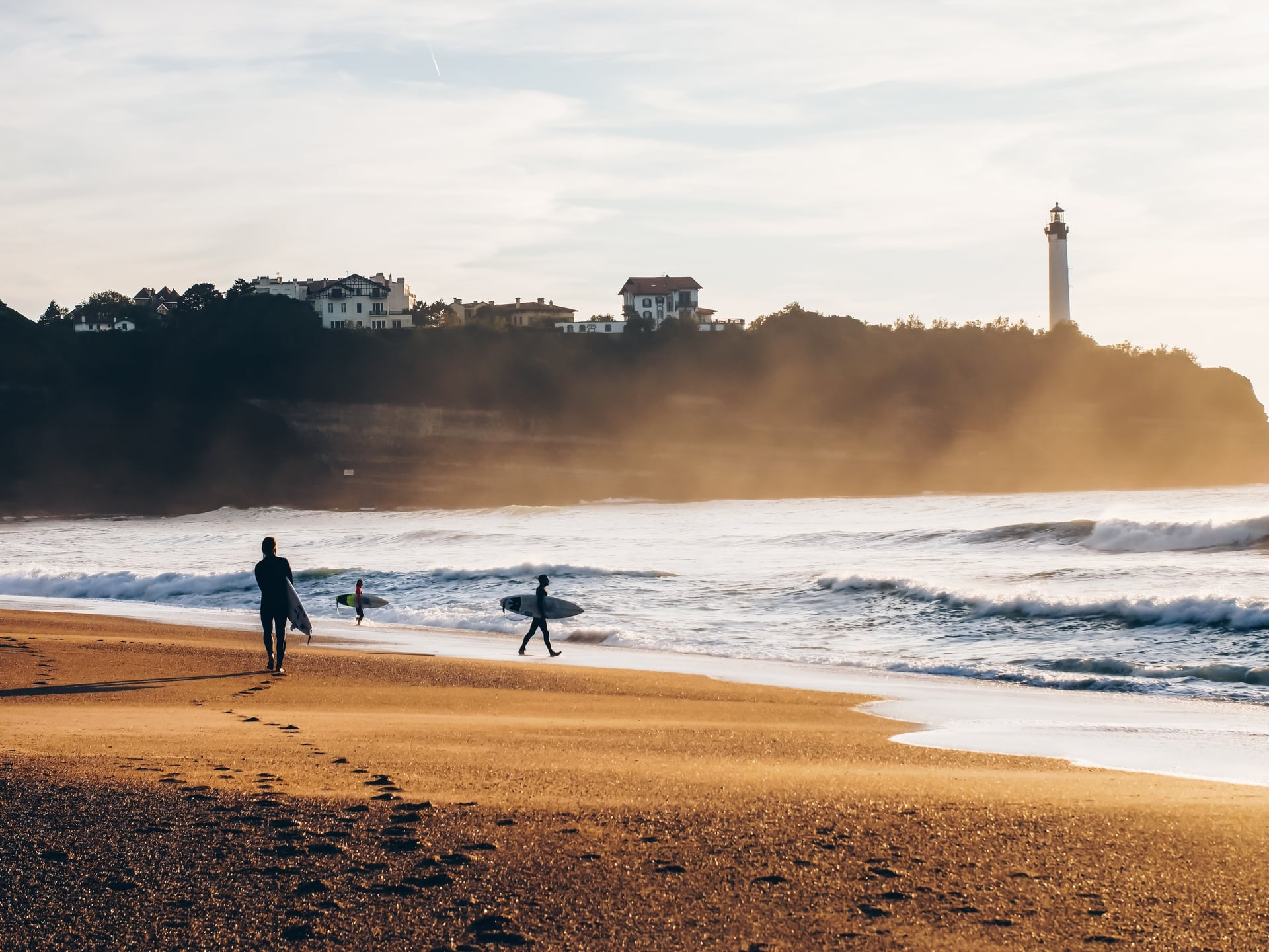 alex going surfing biarritz lighthouse anglet morning mist