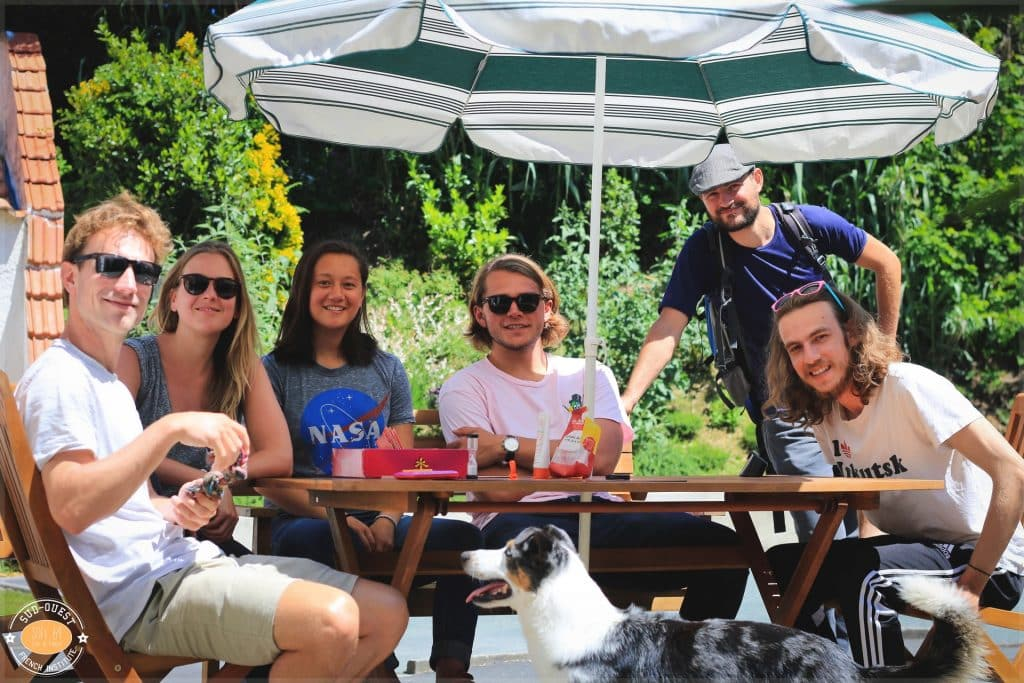 group of students relaxing outside after a French class at sofi64 in Anglet