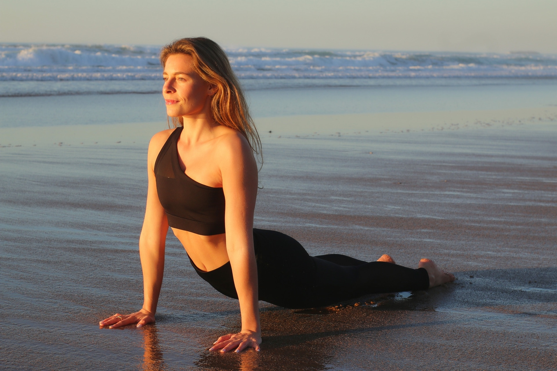 margaux-yoga-sunset-biarritz