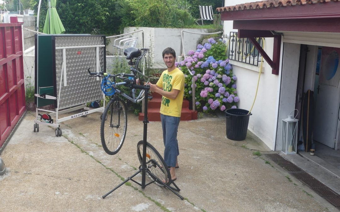 Clément from Nami House repairs a bike outside